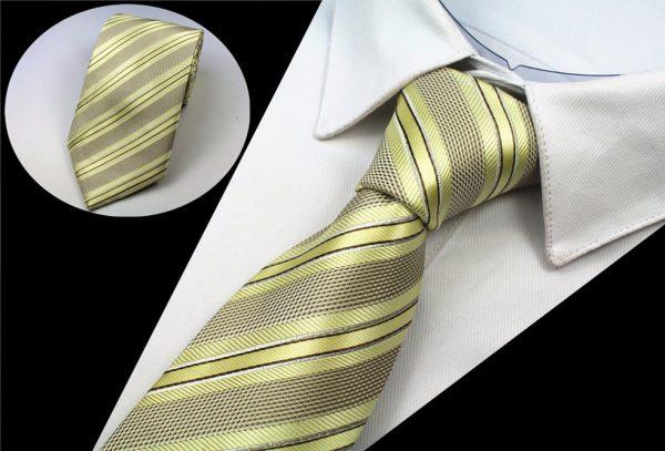 Luxusná pánska kravata s pásikmi v svetlo žltej farbe