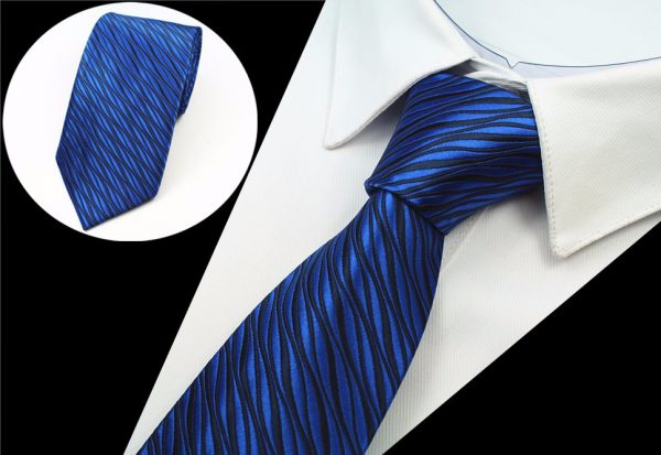 Luxusná pánska kravata s vlnkami v modrej farbe