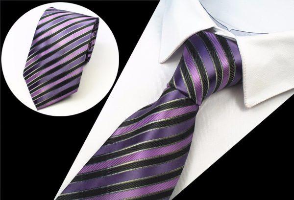 Luxusná pánska kravata s pásikmi vo fialovo-ružovej farbe