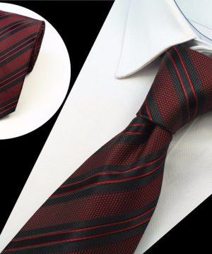Spoločenská pánska kravata s tmavo červeným vzorom