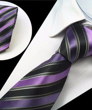 Spoločenská pánska kravata so vzorom vo fialovo-čiernej farbe