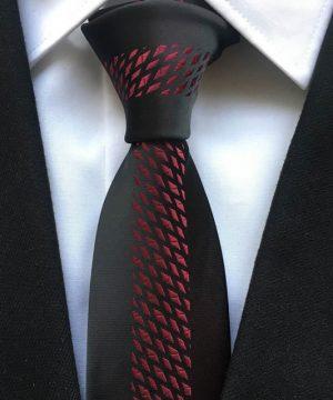 Luxusná viazanka so vzorom v čierno-bordovej farbe
