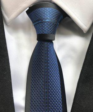 Luxusná viazanka v čiernej farbe s modrým vzorom