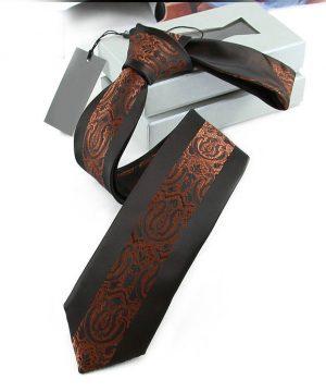 Kvalitná pánska kravata s luxusným vzorom v čierno-medenej farbe