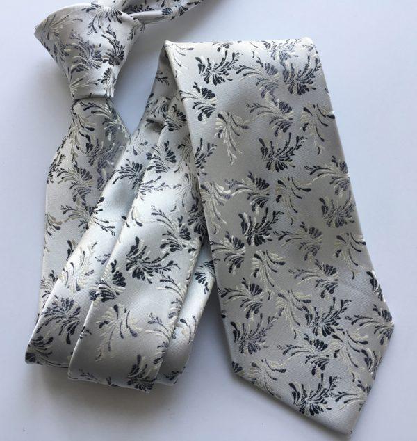 Luxusná viazanka v bielo-striebornej farbe s prepracovaným vzorom
