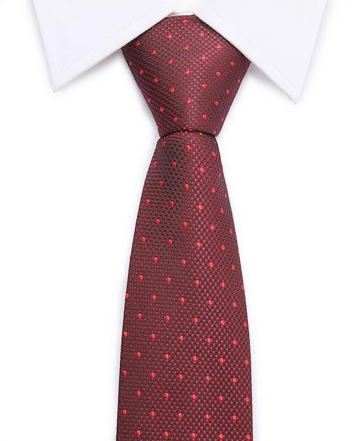 Kvalitná pánska kravata v červenej farbe s bodkami