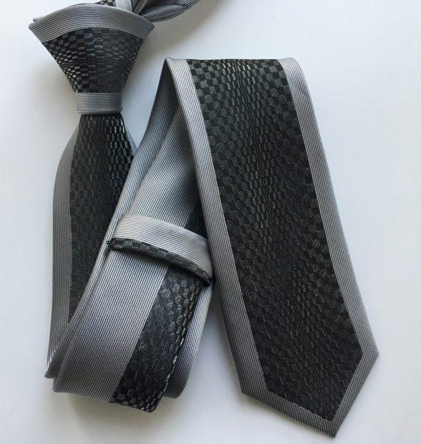 Luxusná viazanka so vzorom v sivo - čiernej farbe