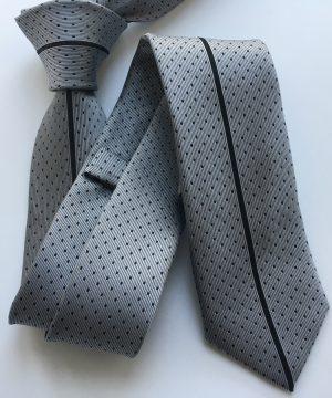 Luxusná viazanka so vzorom v sivej farbe so vzorom