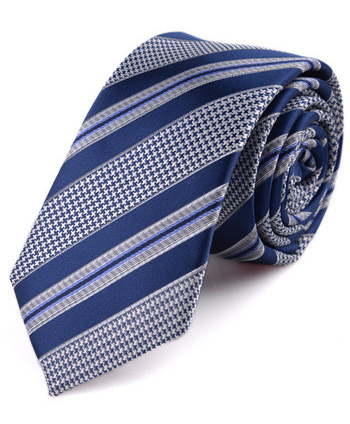 Kvalitná pánska viazanka so vzorom v modro-sivej farbe