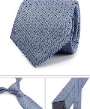 Kvalitná pánska kravata v svetlo modrej farbe s bodkami