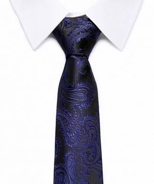 Kvalitná pánska kravata v čiernej farbe s modrým vzorom
