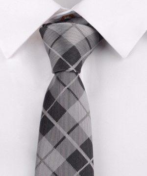 Kvalitná pánska viazanka so vzorom v sivej farbe