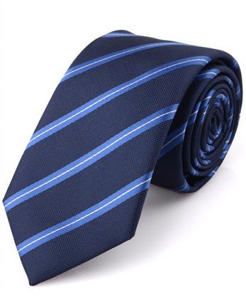 Kvalitná pánska viazanka s decentným modrým vzorom