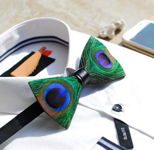 Luxusný pánsky motýlik z pierok, pávie oko