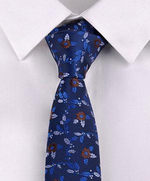 Kvalitná pánska viazanka s modrým kvetinovým vzorom