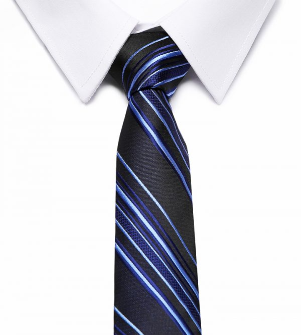 Kvalitná pánska kravata v modrej farbe s pásikmi