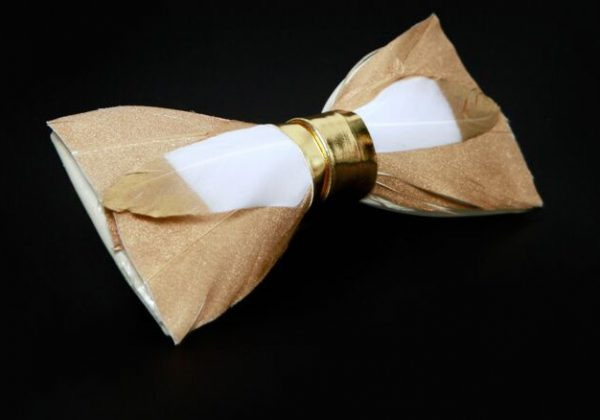 Luxusný pánsky motýlik z pierok, zlatý
