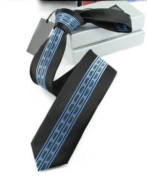 Prepracovaná pánska kravata v čiernej farbe s modrým vzorom