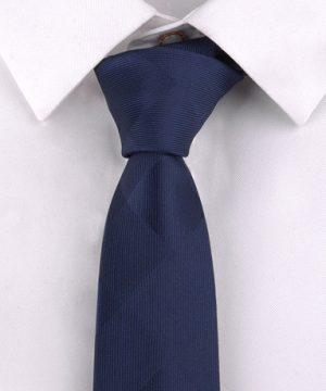 Luxusná pánska viazanka s decentným modrým vzorom