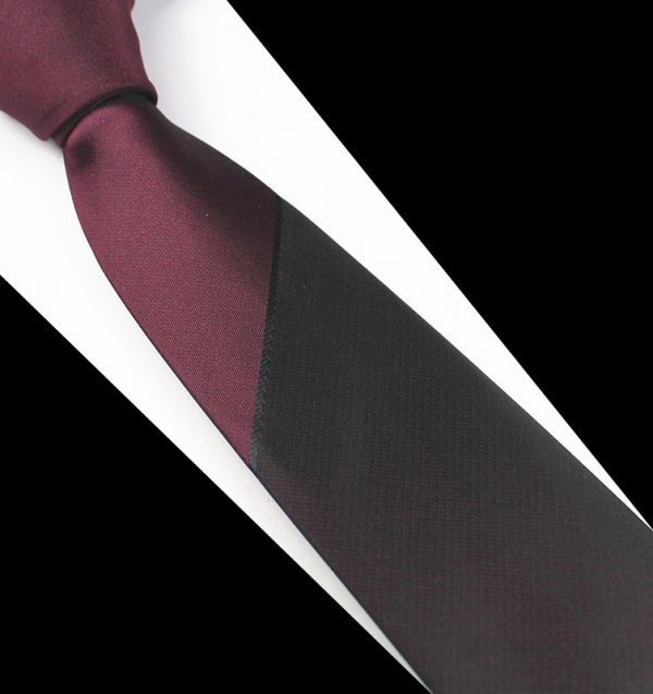 Pánska spoločenská kravata v bordovom prevedení