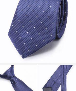 Kvalitná pánska kravata v modrej farbe s bielymi bodkami