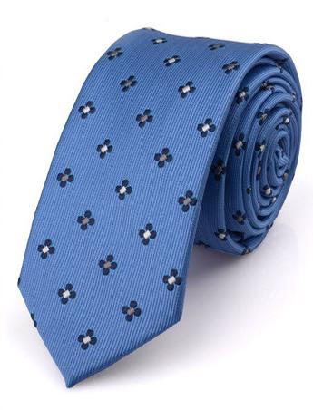 Kvalitná pánska viazanka so vzorom v svetlo modrej farbe
