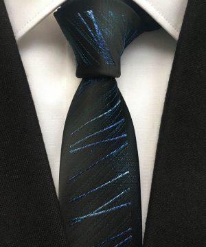 Luxusná viazanka v čiernej farbe s jemným modrým vzorom