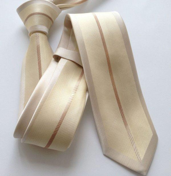 Luxusná viazanka so vzorom v krémovo - zlatej farbe