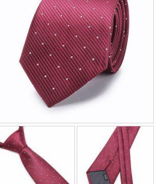 Kvalitná pánska kravata v bordovej farbe s bodkami