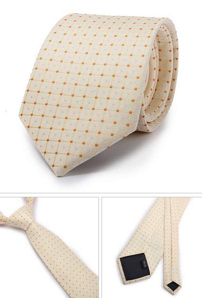 Kvalitná pánska kravata v pomarančovej farbe so vzorom