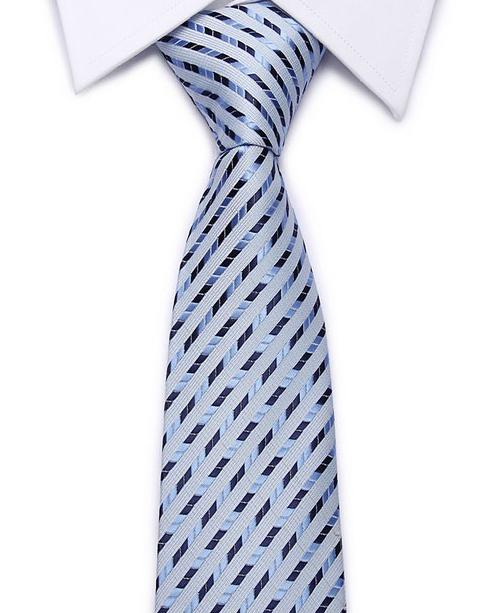 Kvalitná pánska kravata v svetlo modrej farbe s pásikmi