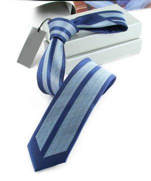 Kvalitná pánska kravata s luxusným vzorom v modrej farbe
