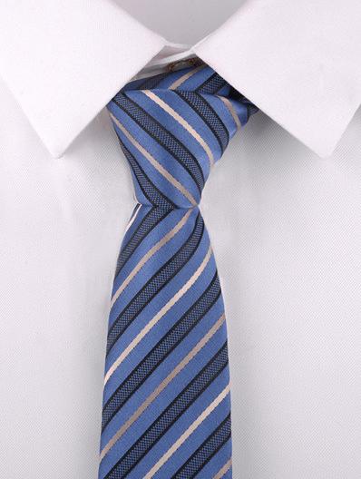 Kvalitná pánska viazanka v modrom prevedení s pásikmi