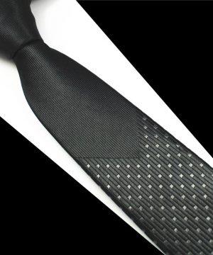 Luxusná pánska kravata v čiernej farbe s bodkami