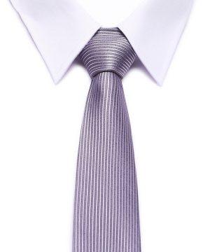 Kvalitná pánska kravata v ružovo-fialovej farbe so vzorom