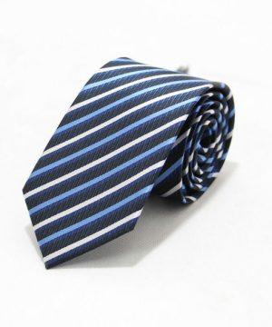 Moderná pánska viazanka v čiernej farbe s modrými pásikmi