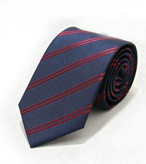 Moderná pánska viazanka v modrej farbe s červenými pásikmi