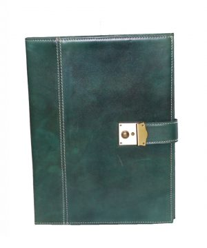 Kožená-spisovka-so-zámkom-na-kľúč-č.8344-v-zelenej-farbe-1
