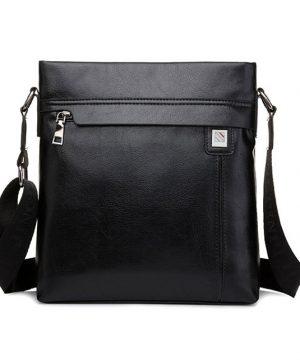 Praktická kožená taška cez rameno v čiernej farbe (2)