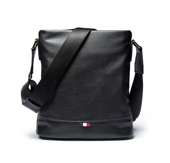 fbc05df44 Pánska praktická kožená taška cez rameno v čiernej farbe