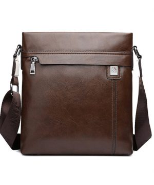 Praktická kožená taška cez rameno v hnedej farbe (4)
