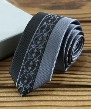 Kvalitná pánska kravata s luxusným vzorom v čierno-sivej farbe
