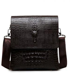 Kožená taška crossbody s motívom krokodíla v tmavo hnedej farbe
