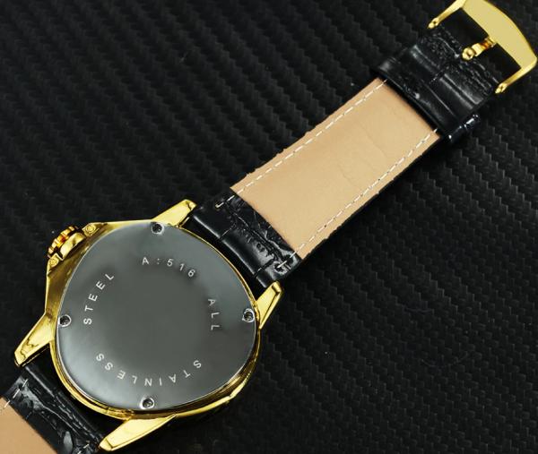 Dizajnové analógové pánske hodinky so samo-natáčacím mechanizmom