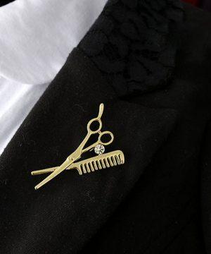 Prepracovaná brošňa pre pánov - krajčírske nástroje v zlatej farbe