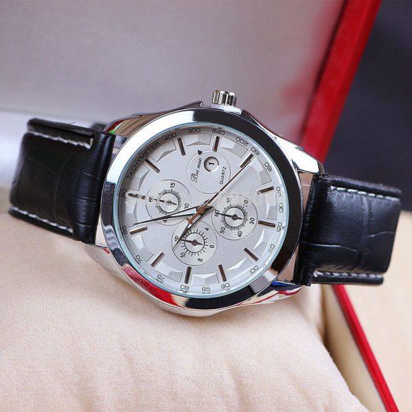 Štýlové ručičkové pánske hodinky s koženým remienkom - strieborné