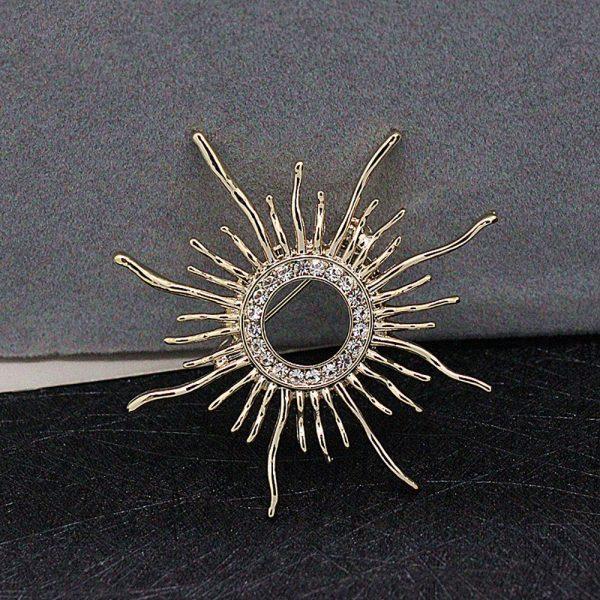 Luxusná brošňa pre pánov v tvare slnka v zlatej farbe