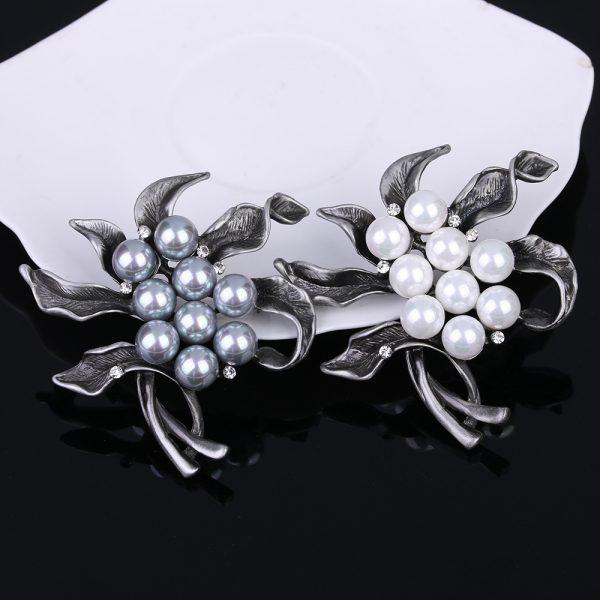 Luxusná brošňa pre pánov v tvare hviezdice s bielymi perlami