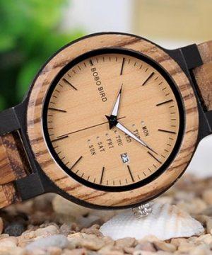 Prepracované drevené pánske hodinky v prevedení so svetlým drevom