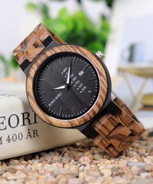 Prepracované drevené pánske hodinky v prevedení s tmavým drevom